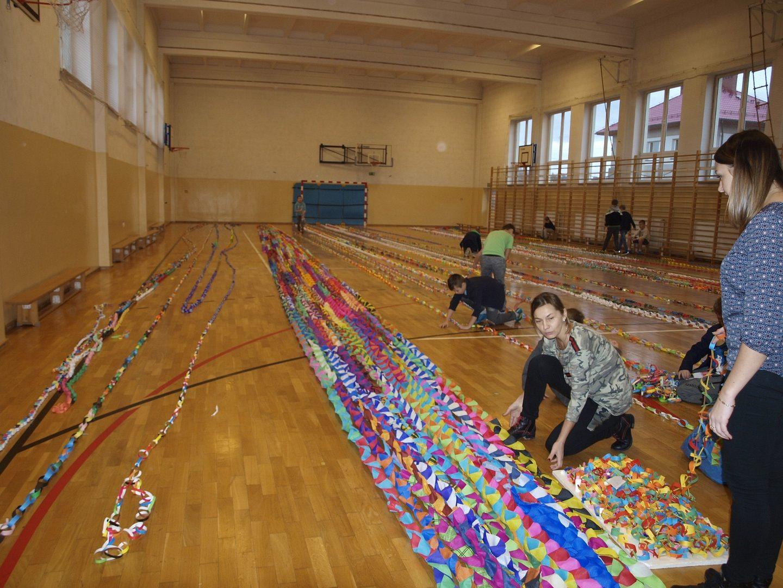 Konkurs na najdłuższy świąteczny łańcuch