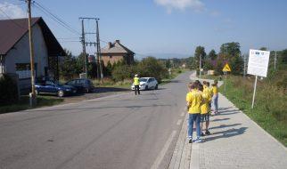 Uczniowie w roli policjantów